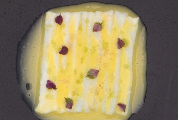 Emincé de merlan, sauce beurre blanc shiso et citron caviar
