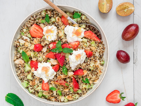 Salade-de-quinoa-fraises-burrata-Blood-lime_moncitroncaviar.com_fruits_at_home_01