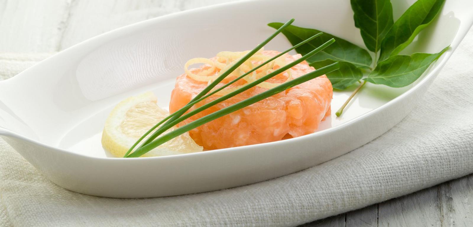 Tartare de saumon et citron caviar