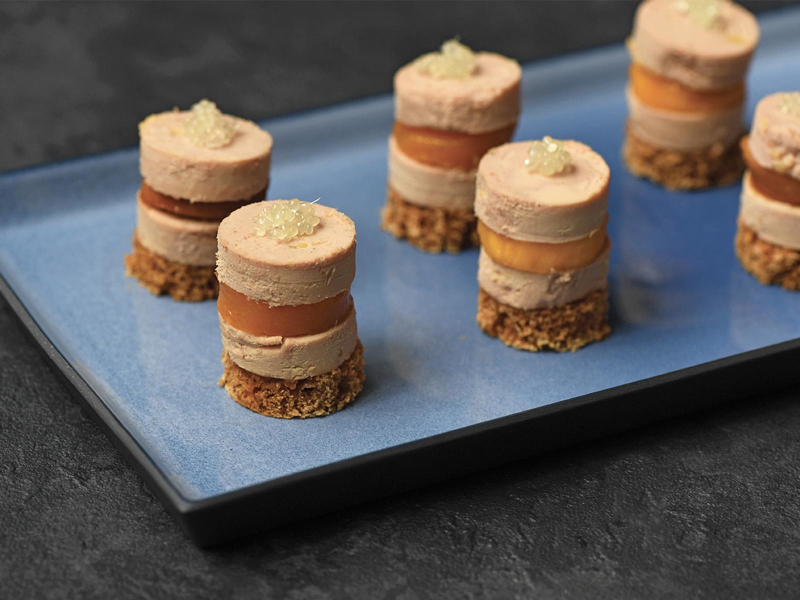 Citron Caviar sur Cylindre de Foie Gras et Mangues Caramelisees