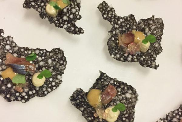 crackers-souffle-creme-danchois-sardines-fumees-et-perles-de-citron-caviar_moncitroncaviar.com_fruits_at_home