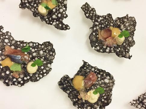 crackers-souffle-creme-danchois-sardines-fumees-et-perles-de-citron-caviar_moncitroncaviar.com_fruits_at_home_03