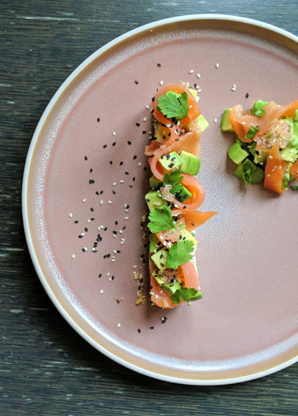 Avocado toast revisité façon cheesecake au saumon et citron caviar