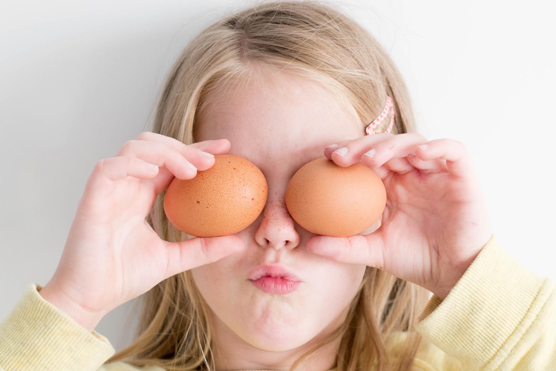 Quand_bien_mangé_rime_avec_confiné_@hannah_tasker_unsplash_fruits_at_home_moncitroncaviar.com_09